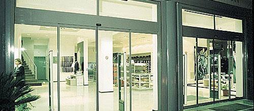 Centrální posuvné dveře